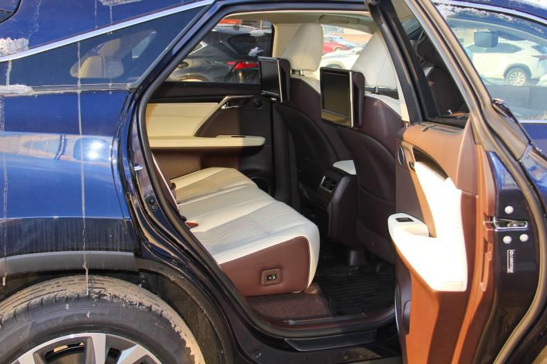 2016款 雷克萨斯RX450h 实拍 座椅空间