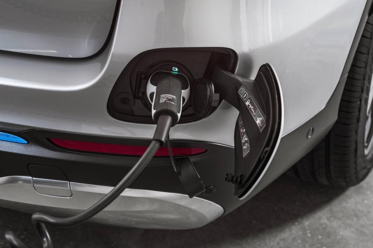 2017款 梅赛德斯奔驰 GLC F-CELL Concept 官图 充电