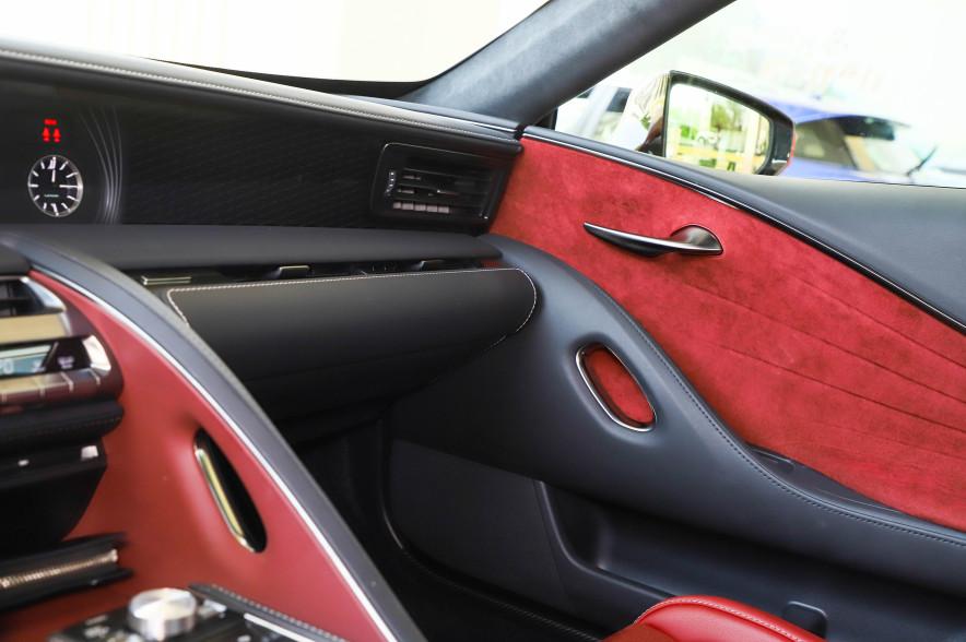 2018款 雷克萨斯 LC 500h 运动版 炫红色 实拍 座椅空间
