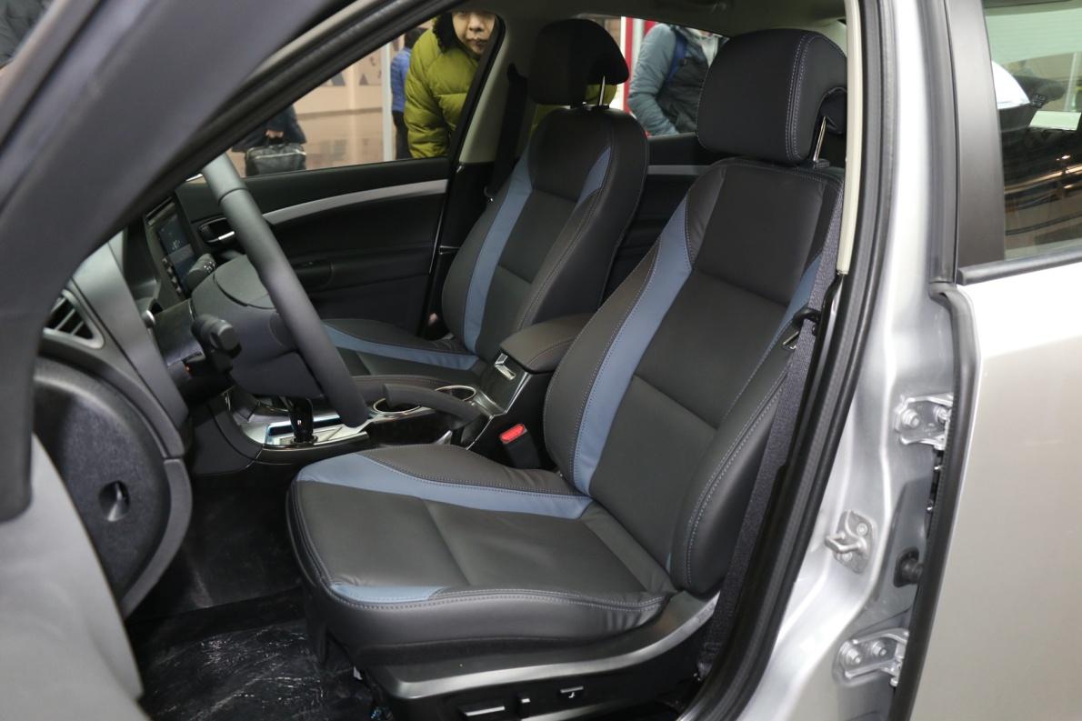 2018款 国能新能源9-3 EV 车展 座椅空间