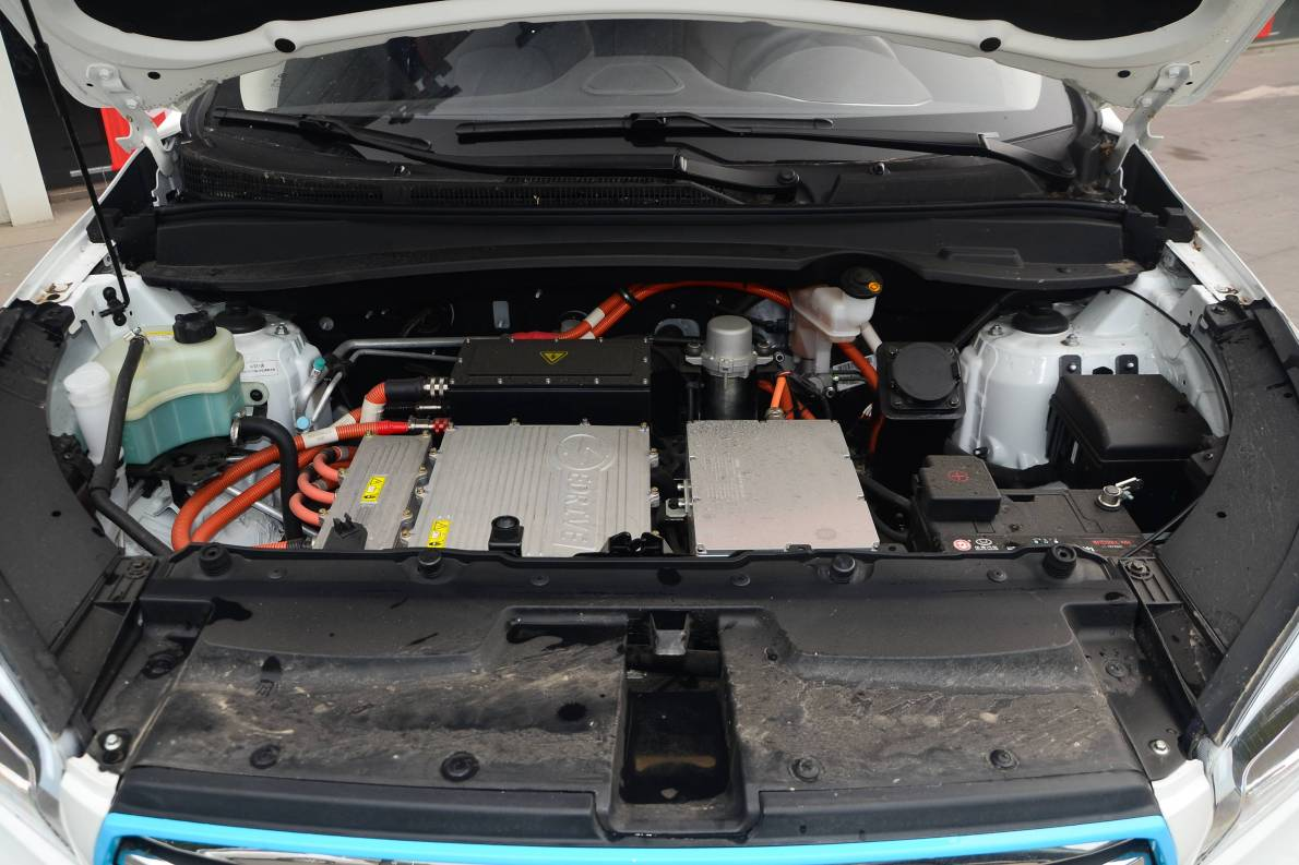 2016款 华泰XEV260 尊贵型 白色 实拍 动力底盘