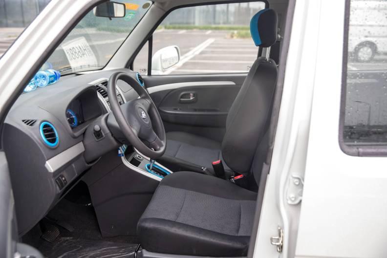 2017款 昌河 北斗星 X5E EV168 进取版 珠光白 实拍 座椅空间