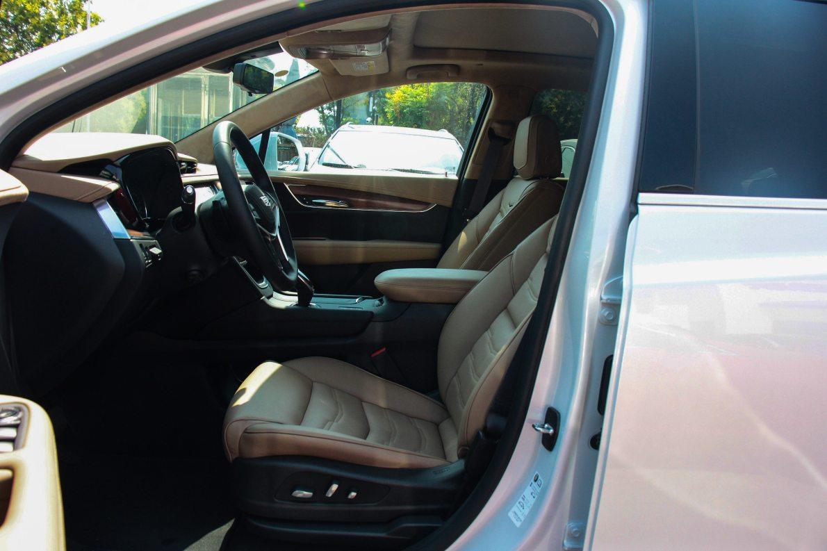 2018款 凯迪拉克 28E 四驱铂金版 钻白 实拍 座椅空间