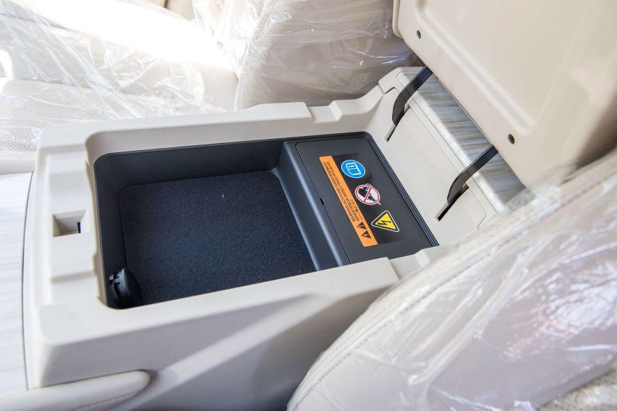 2017款  日产 楼兰 2.5 S/C HEV XE 四驱混动尊尚版  琉璃金 座椅空间