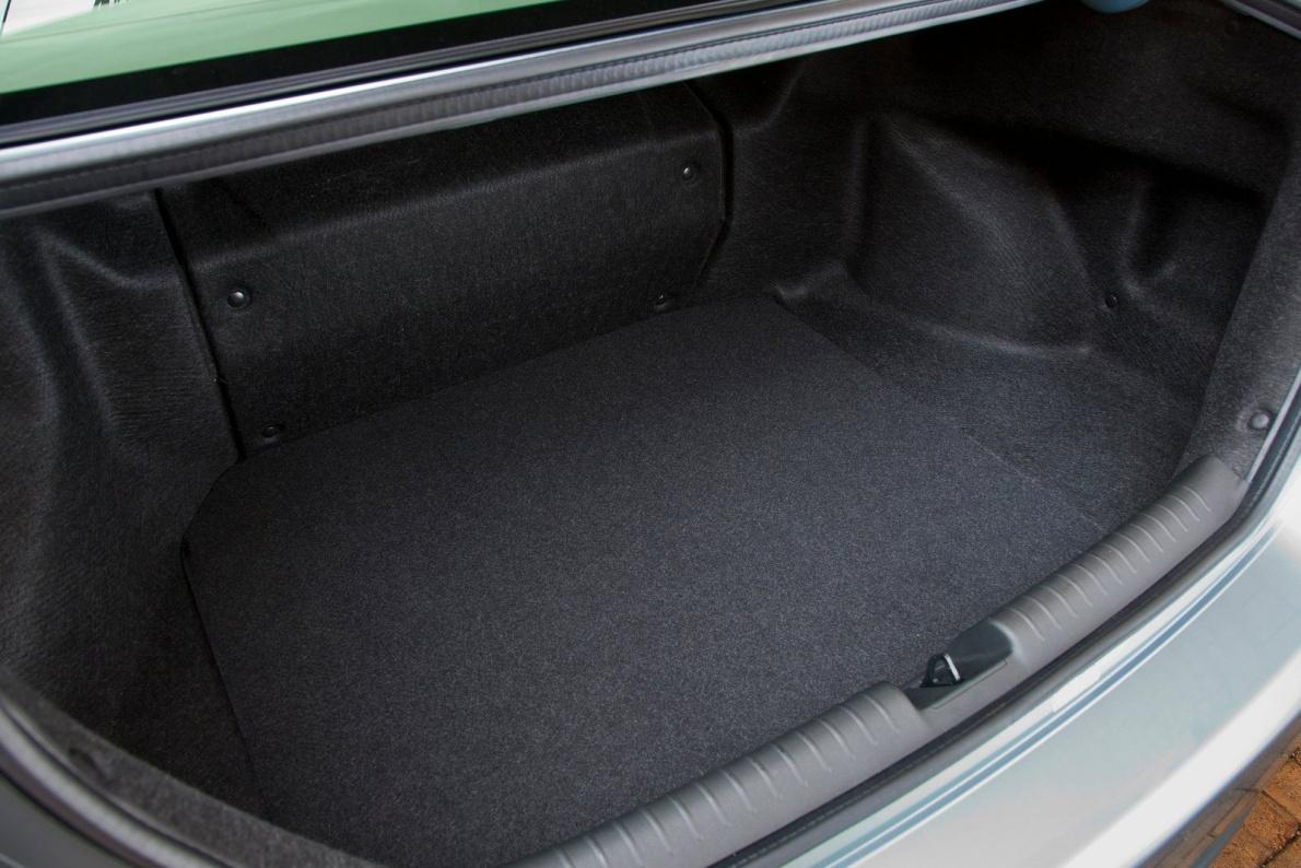 2012款 本田 思域 Hybrid 官图 座椅空间