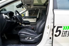 威马EX5 座椅空间