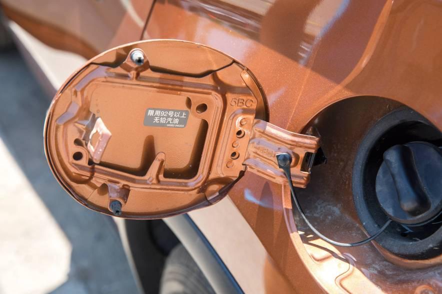 2017款  日产 楼兰 2.5 S/C HEV XE 四驱混动尊尚版  琉璃金 外观细节