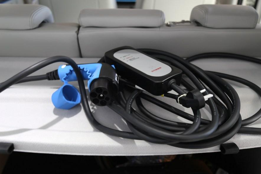 2016款 北汽新能源EV160 轻快版 阿尔卑斯白 实拍 充电