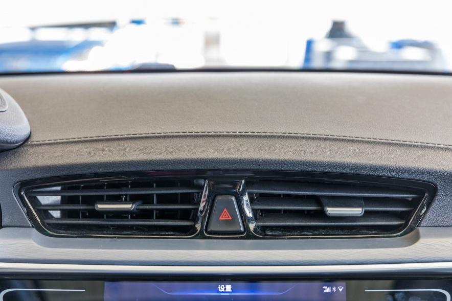 2018款 吉利 帝豪 EV450 尊贵型 冰晶白 实拍 内饰