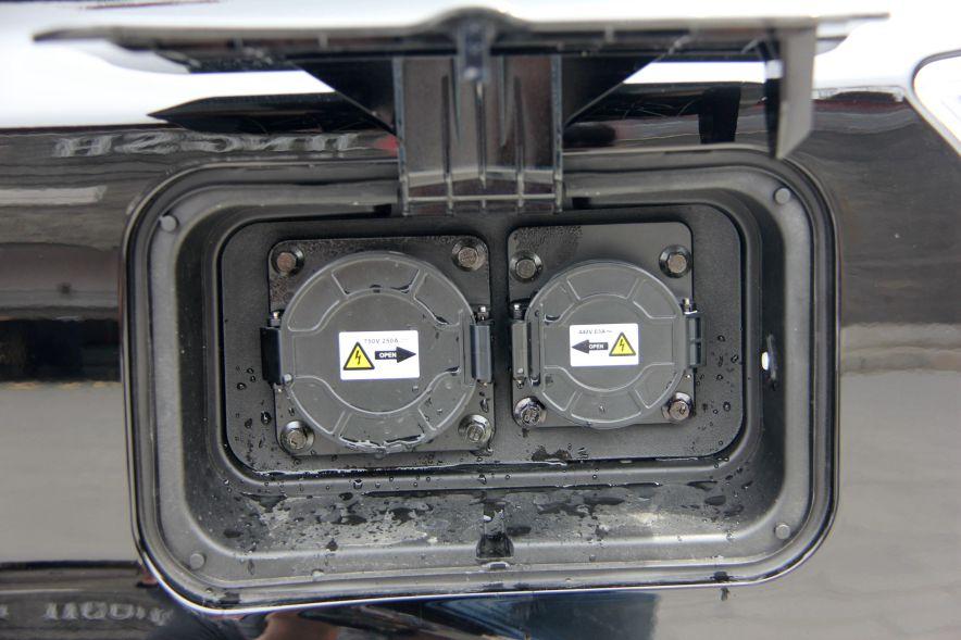 2016款 比亚迪e6 精英版 德兰黑 实拍 充电