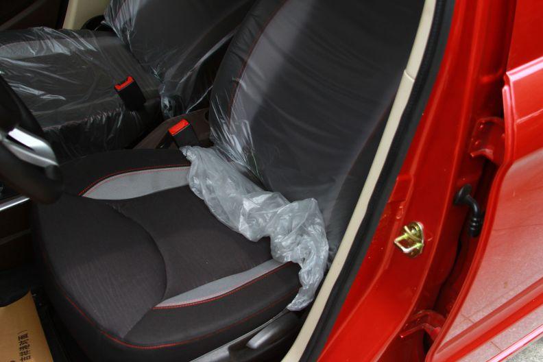 华泰 EV160R 2017款 基本型 座椅空间
