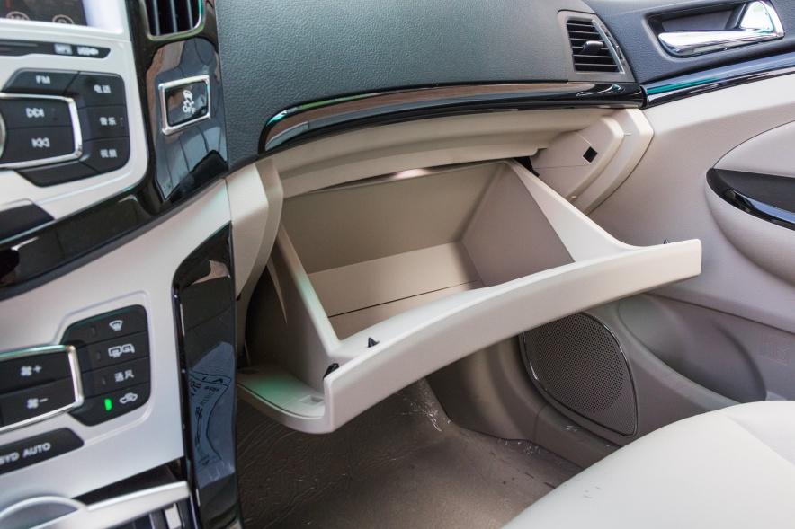 2018款 比亚迪 e5 450 智联畅享型 水晶白 实拍 座椅空间
