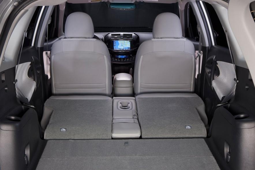 2013款 丰田 RAV4 EV 官图 座椅空间