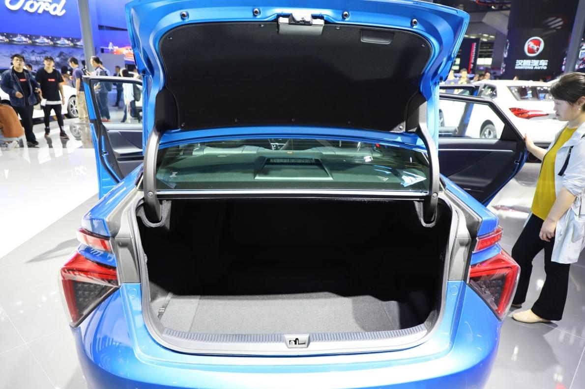 2016款 丰田 Mirai 基本型 车展 座椅空间