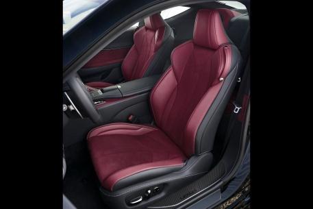 2017款 雷克萨斯 LC 500h 官图 座椅空间