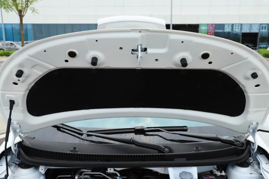 2018款 江淮 iEV6E 运动版 豪华智享型 白色 实拍 动力底盘
