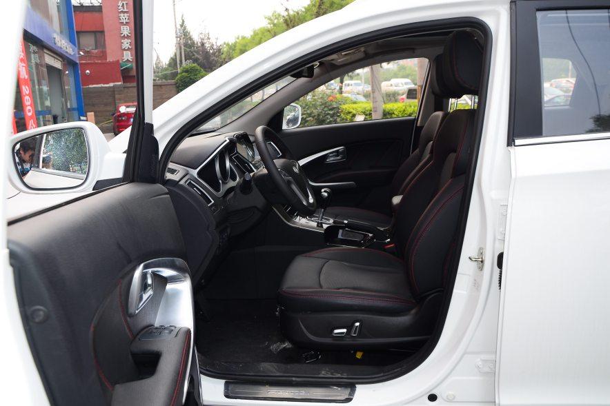 2016款 华泰XEV260 尊贵型 白色 实拍 座椅空间