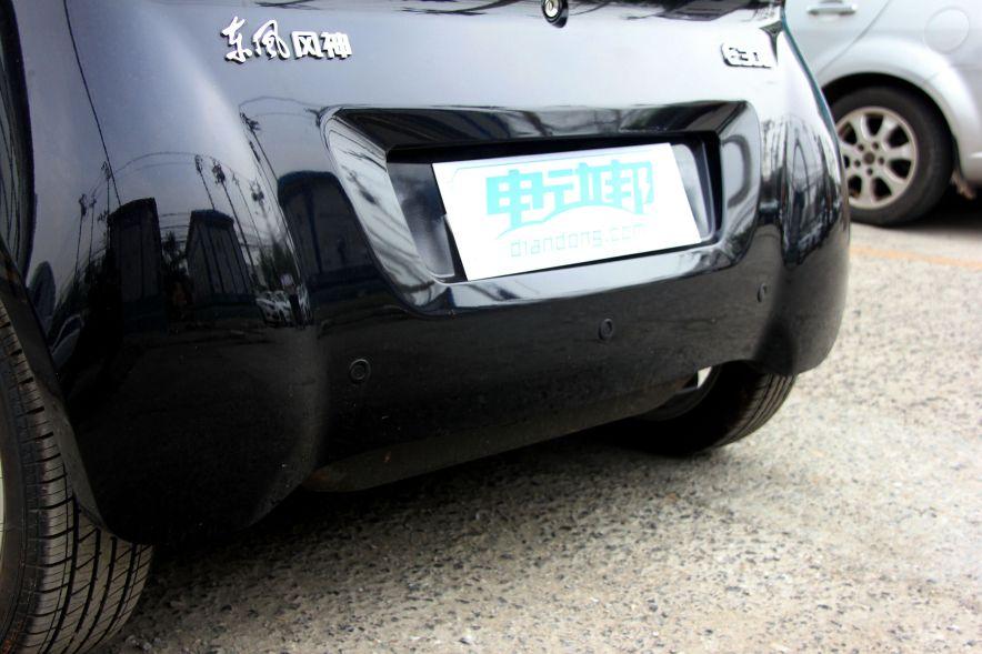 2016款 东风风神E30L 中国红/端砚黑 实拍 外观细节