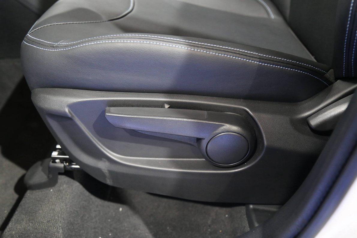 2016款 中华V3EV 车展 座椅空间