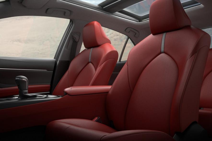 2017款 凯美瑞(海外)Hybrid 官图 座椅空间