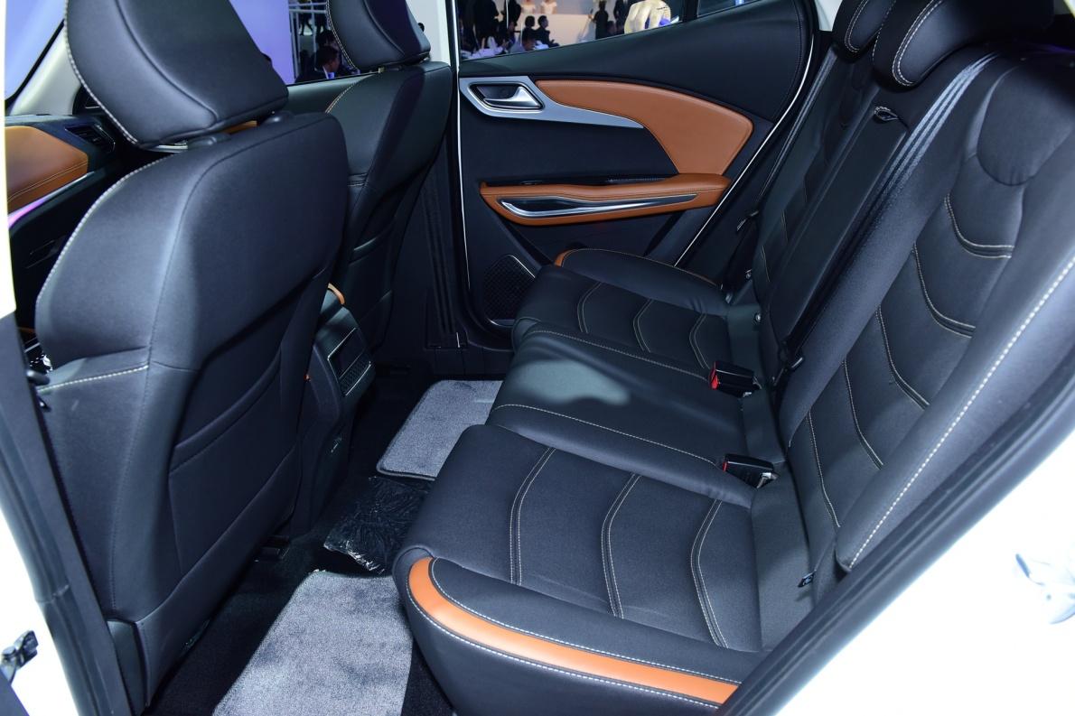 2018款 众泰 T300 EV 车展 座椅空间