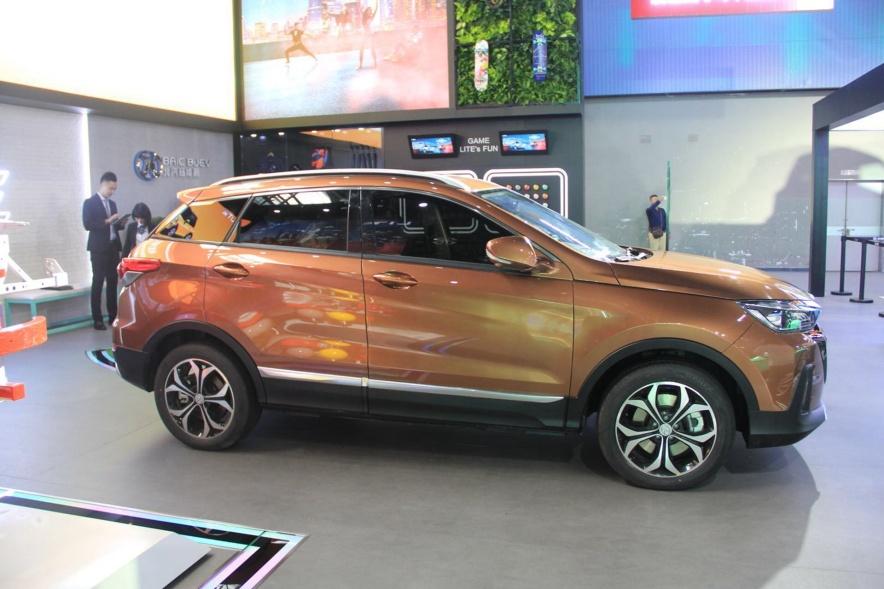 2018款 北汽新能源 ET400 基本型 车展 外观