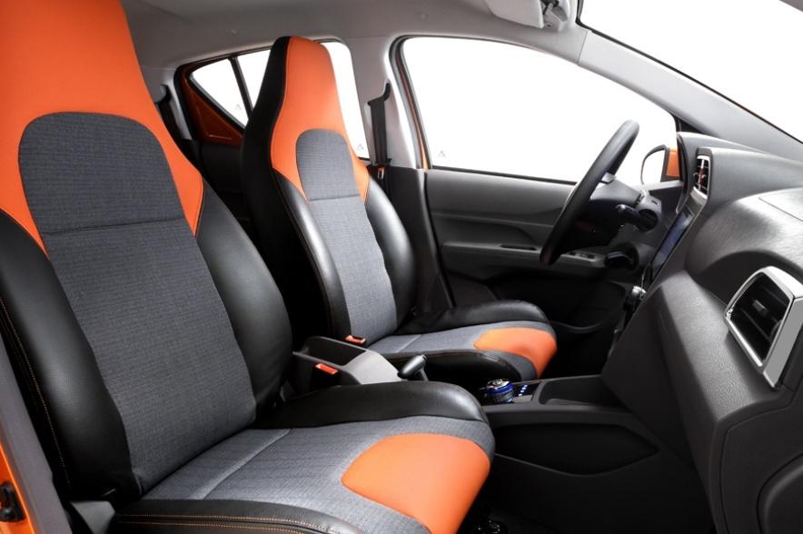2017款 北汽新能源 EC200 灵秀版 官图 座椅空间