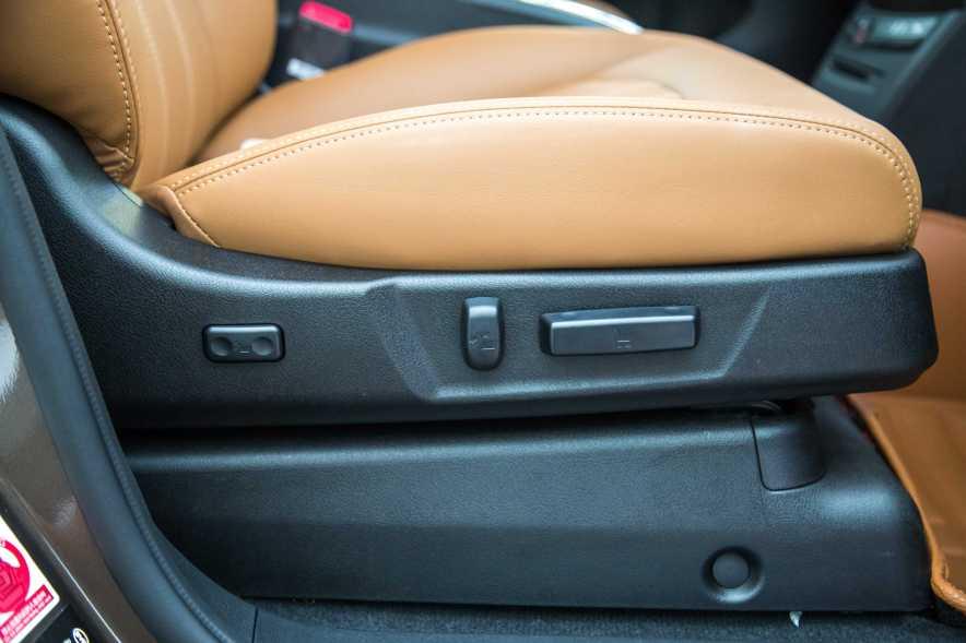 2017款 比亚迪 e6 400 精英版 实拍 座椅空间