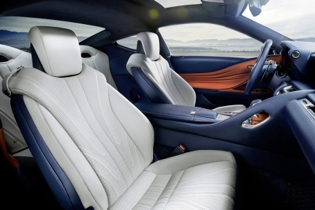 2016款 雷克萨斯LC500h 官图 座椅空间