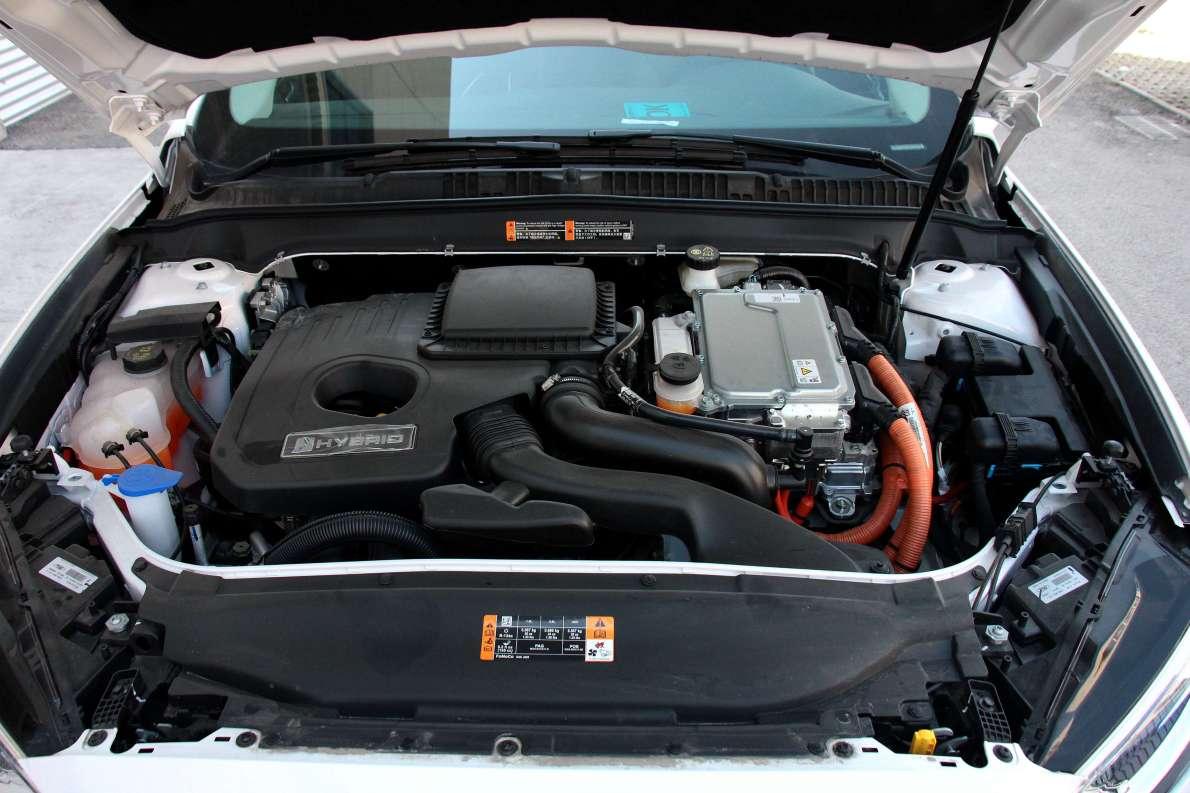2017款 福特 蒙迪欧 2.0L HEV 智豪型 典雅白 实拍 动力底盘
