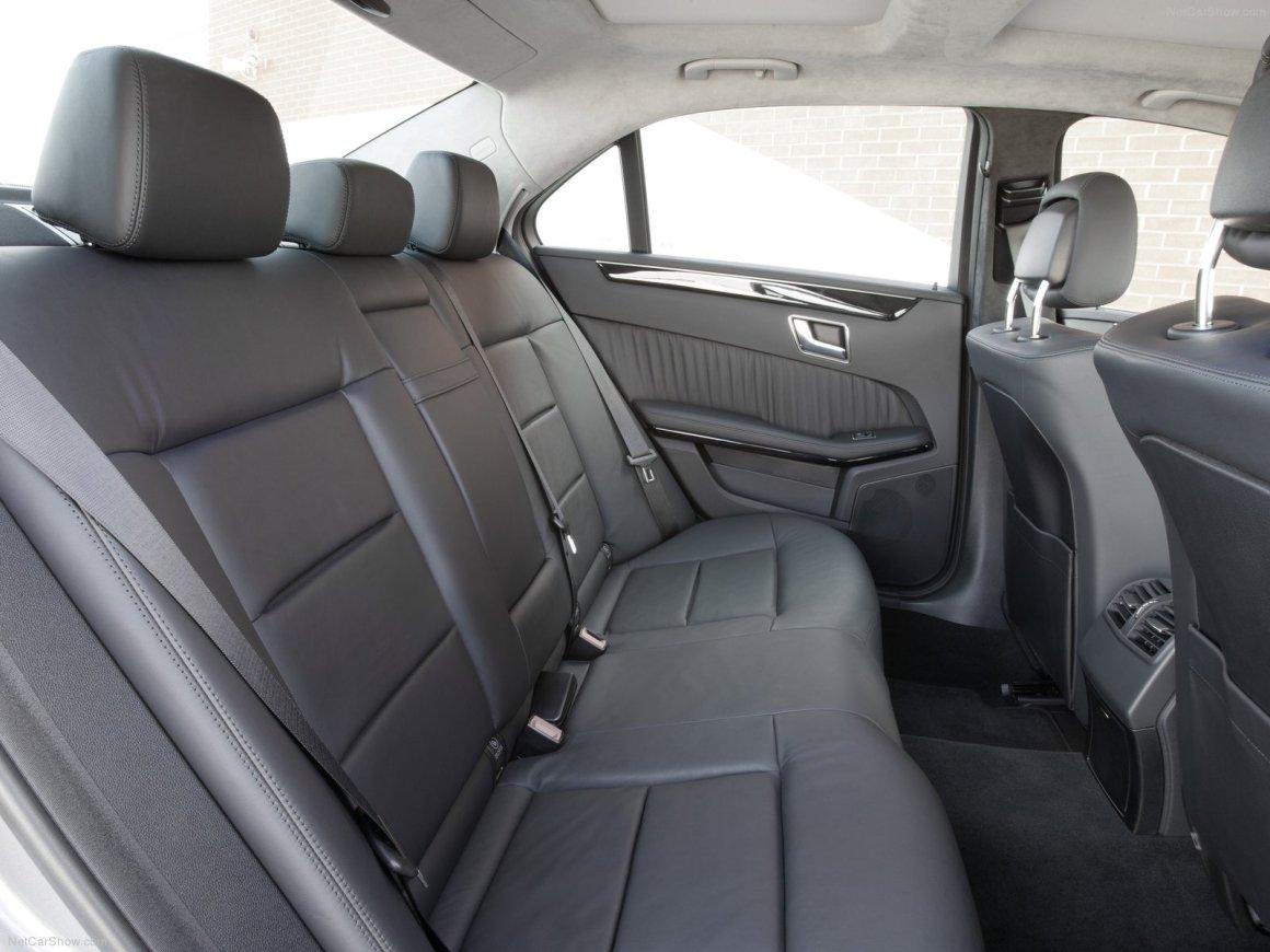 2013款 奔驰 E级(进口)E300 BlueTEC Hybrid 官图 座椅空间
