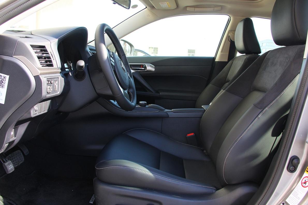 2017款 雷克萨斯 CT 200h 舒适版 单色 超音速钛银 实拍 座椅空间