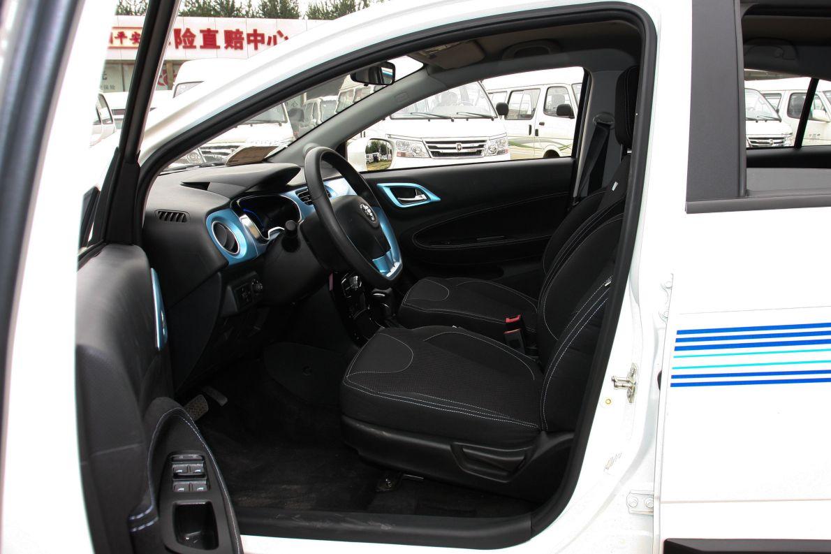 2015款 中华H220 EV 座椅空间 实拍