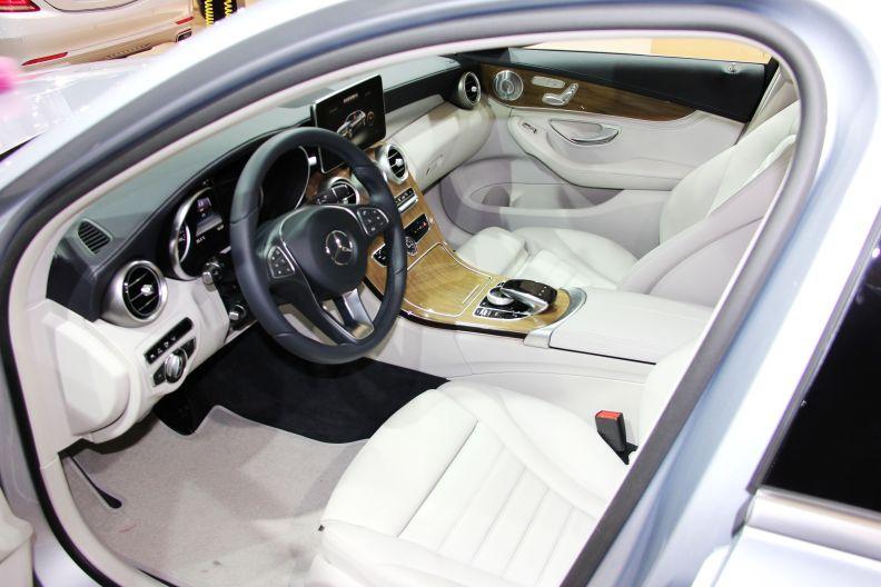 2015 上海车展 奔驰C350eL 实拍 座椅空间