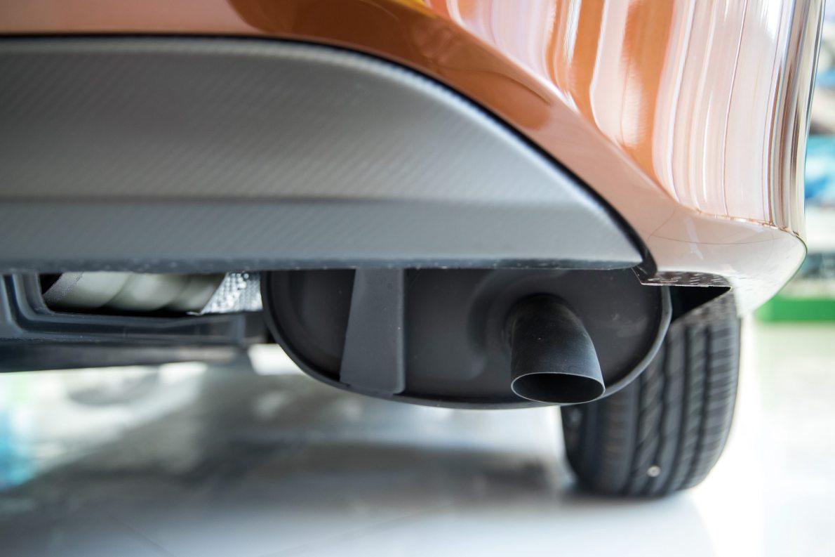 2017款 丰田 雷凌双擎 精英天窗版 琥珀棕 实拍 动力底盘