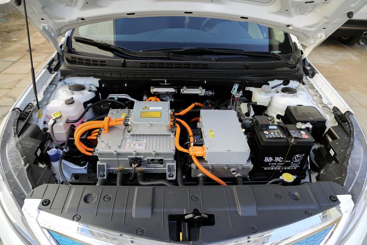 2018款 长安 逸动 EV300 悦享型 冰晶白 实拍 动力底盘