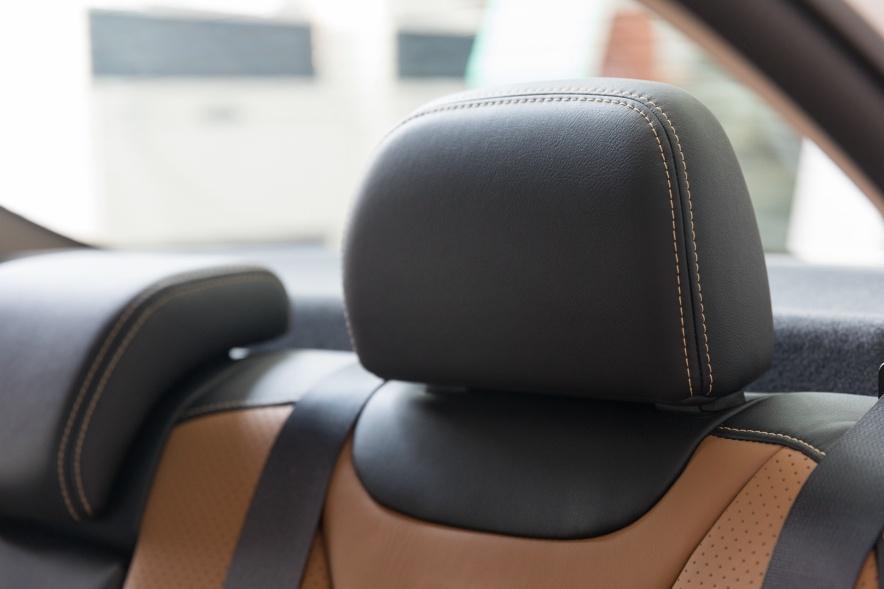 2018款 比亚迪 秦 EV450 智联尊尚型 水晶白 实拍 座椅空间
