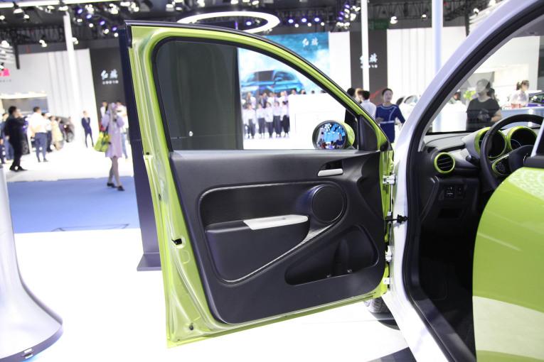 欧拉R1 座椅空间