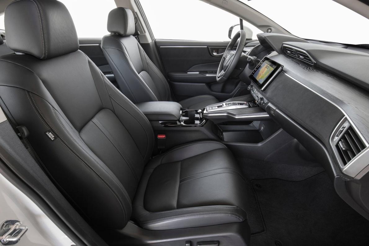 2017款 本田 Clarity Fuel Cell 官图 座椅空间