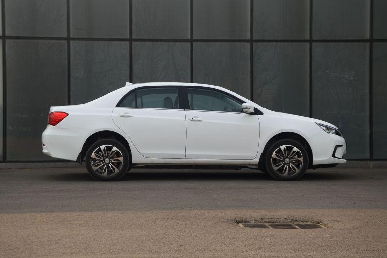 2016款 比亚迪秦EV300 尊贵型 实拍 外观