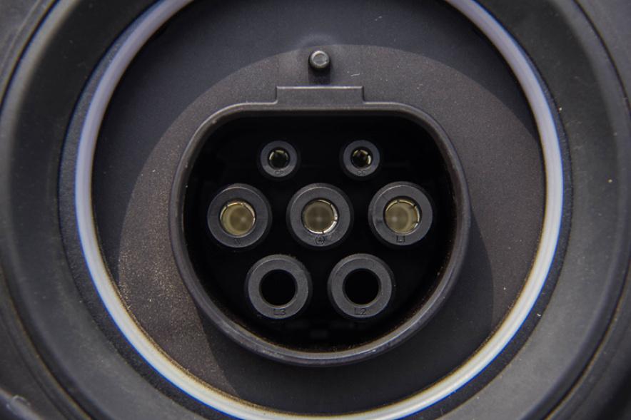 2018款 宝马 X1 PHEV xDrive 25Le 矿石白 实拍 充电