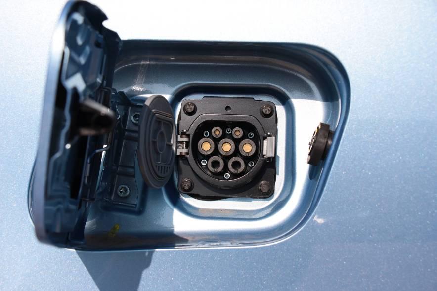 2016款 荣威e550 尊享版 天际蓝 实拍 充电