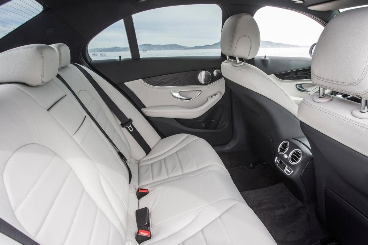 2017款 奔驰 C级(进口) C350e 官图 座椅空间
