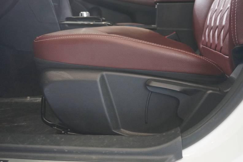 2016款 力帆820EV 车展 座椅空间