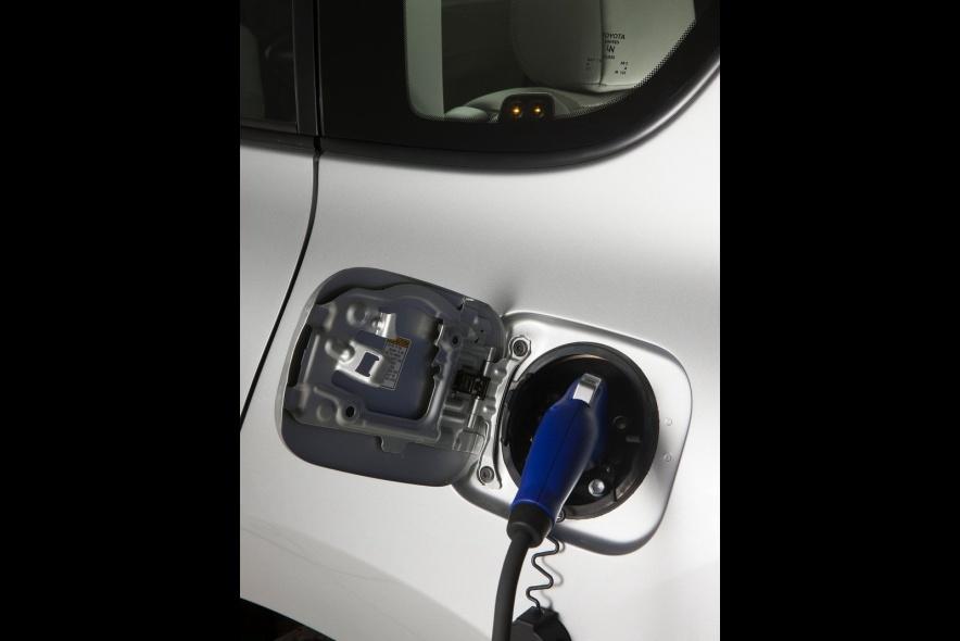 2013款 丰田 RAV4 EV 官图 充电