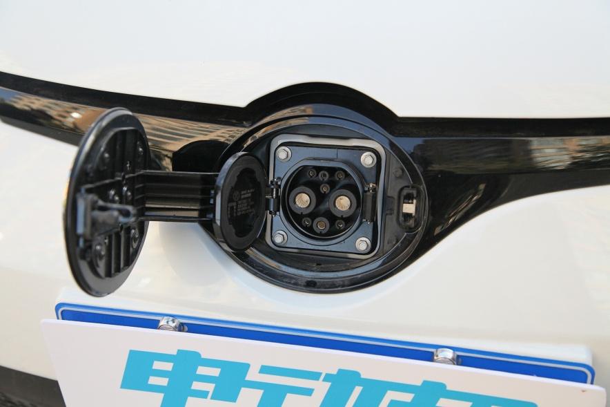 2017款 北汽新能源 EC200 珠光白 实拍 充电
