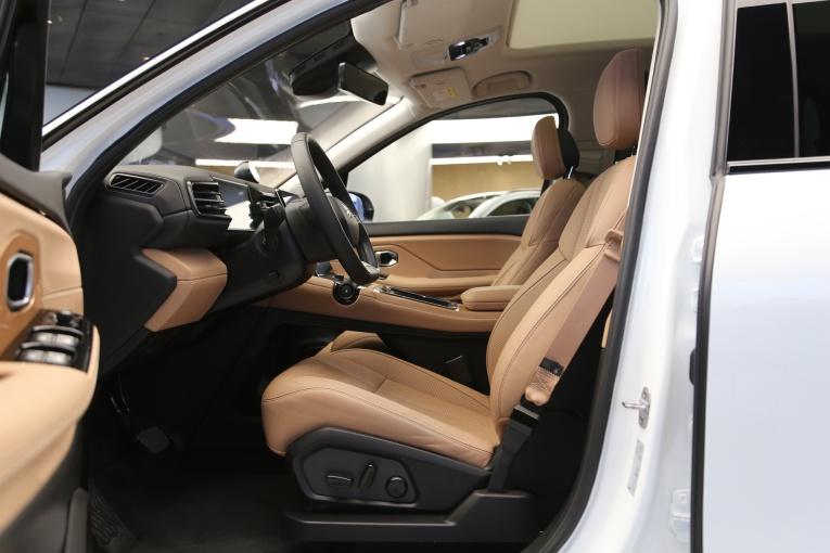 ES8 座椅空间