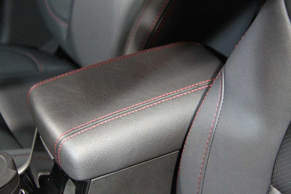 2018款 华泰 圣达菲 5 EV380 车展 座椅空间