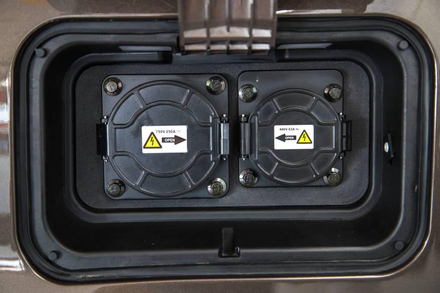 2017款 比亚迪 e6 400 精英版 实拍 充电