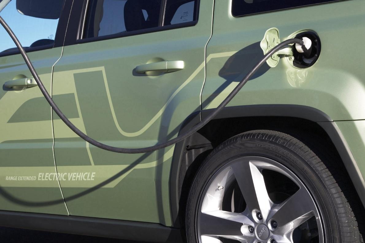 JEEP(进口) 自由客 2009款 EV 基本型 充电